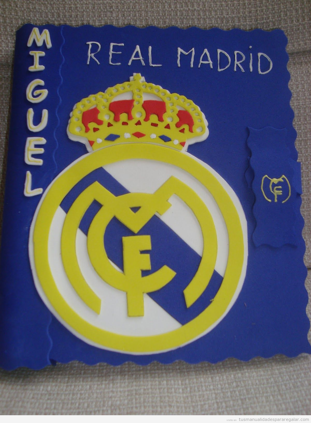 Manualidades regalar niño, escudo Real Madrid hecho con goma eva