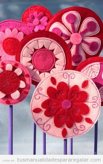 Ramo de flores de fieltro, manualidades para regaar a una amiga o madre