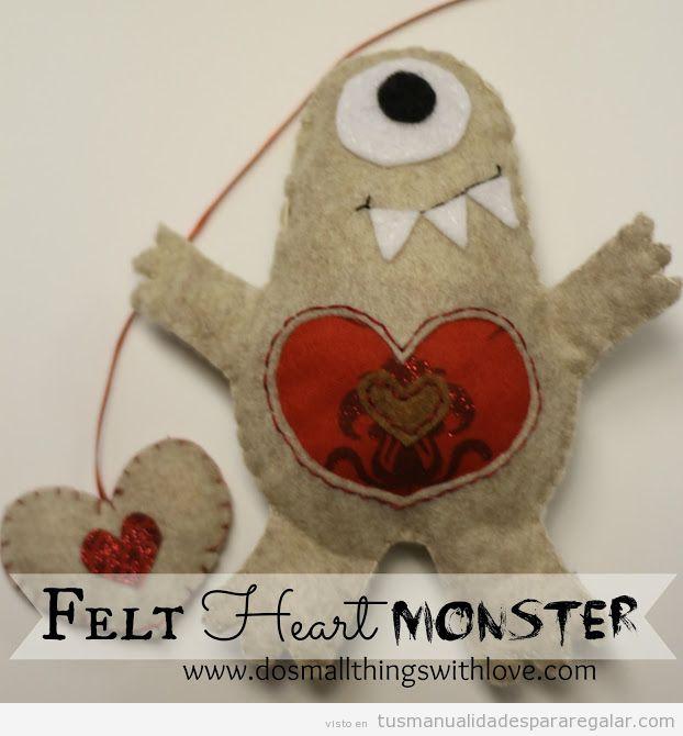 Regalo hecho a mano, peluche de monstruo con corazón