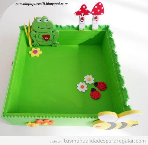 Manualidades regalo niños o niñas, bandeja forrada con goma eva