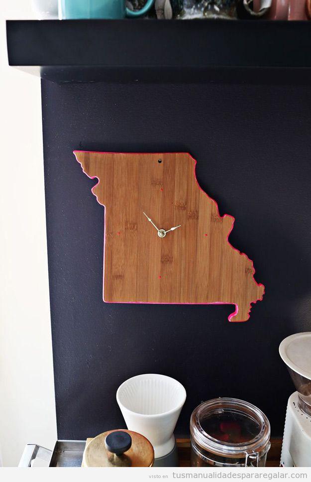 Manualidades regalar, reloj con forma de mapa de ciudad de madera