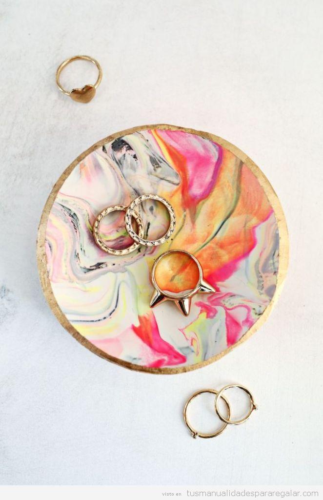Manualidades regalar Navidad, plato de anillos de Clay