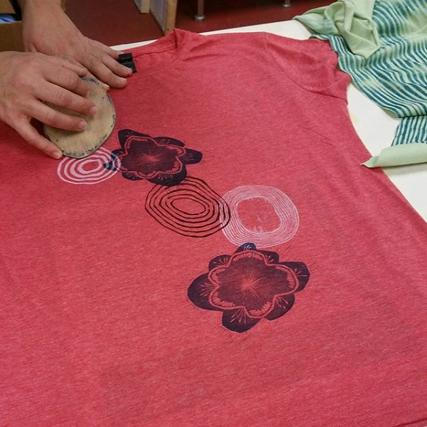 Camisetas estampadas DIY con sellos 14