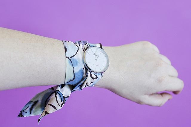 Pulsera o correa reloj DIY con pañuelo o tela