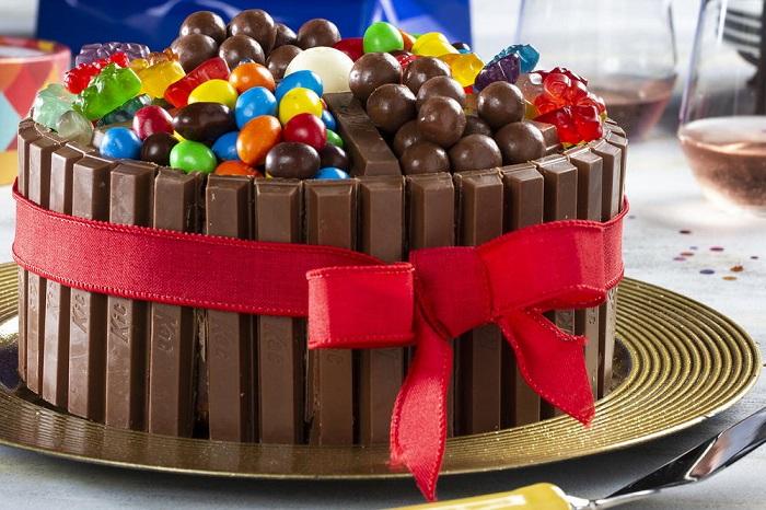 Tarta kit kay y chuches de chocolate