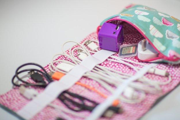 Manualidades de tela para regalar, organizador de cables