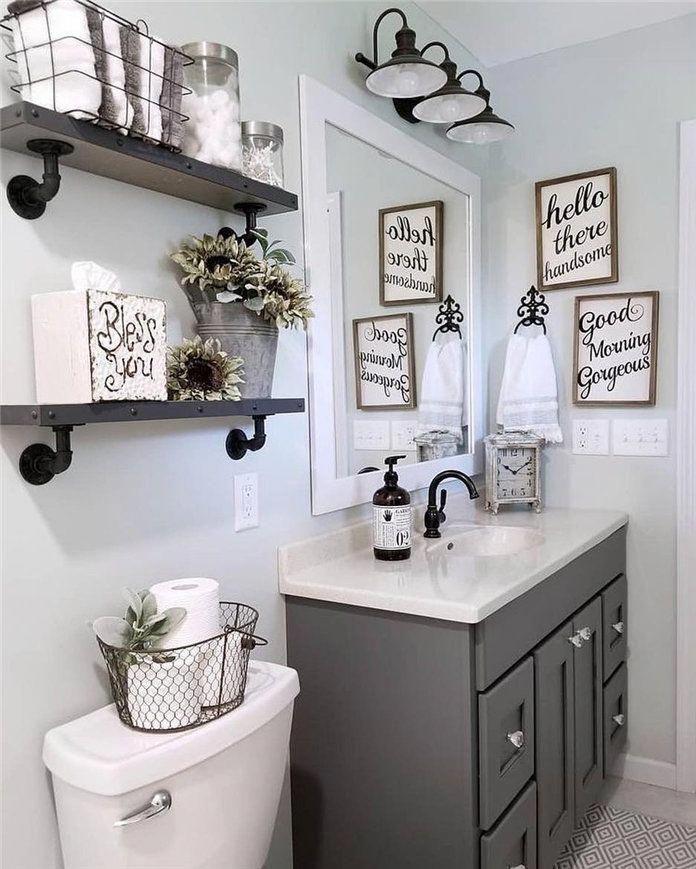 Baño decorado con palabras